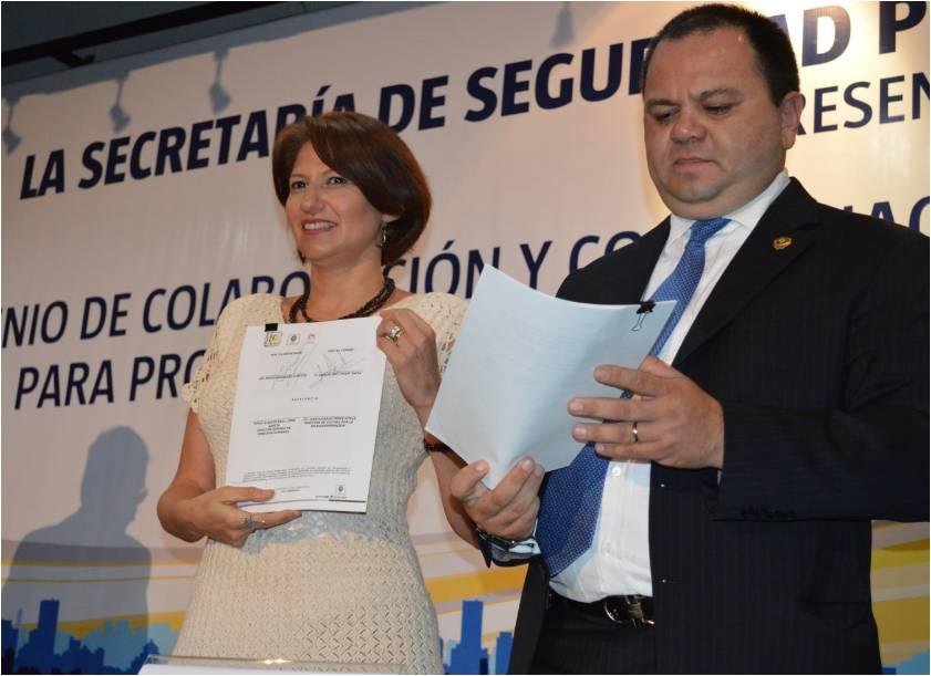 La Presidenta de COPRED, Jacqueline L´Hoist, expuso que el mandato de ambas instancias les obliga a garantizar la seguridad de la ciudadanía Foto: COPRED