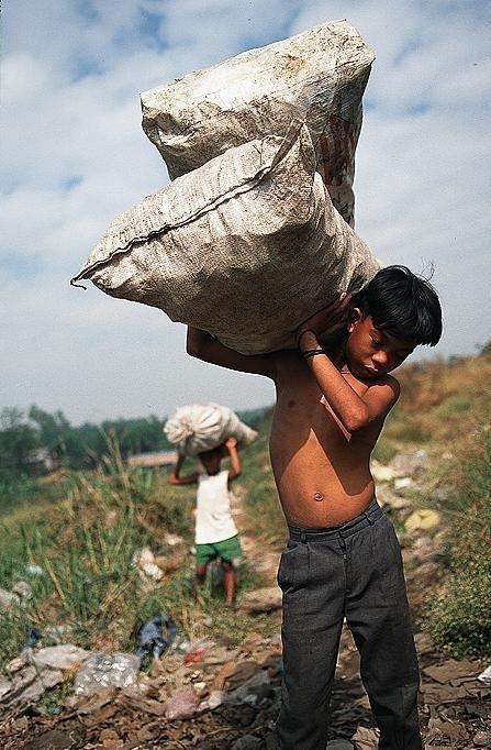Una tercera parte de la población infantil que trabaja no recibe ingreso o su pago se da en especie, además que no asiste a la escuela y tiene jornadas de más de 34 horas a la semana Foto: Boteo y Suruy