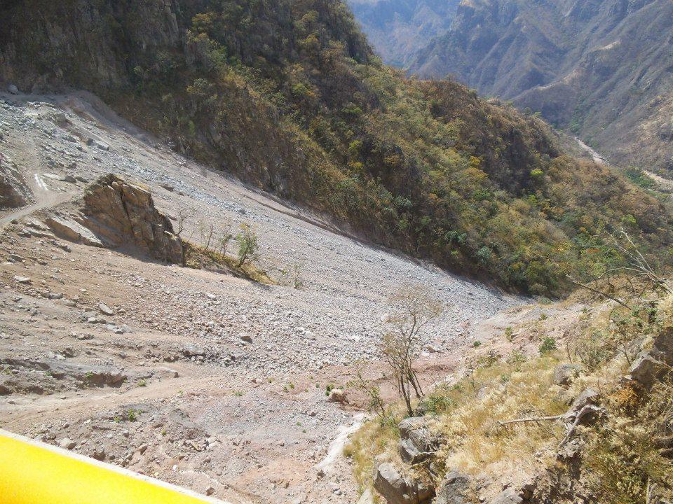 En esta zona no han puesto diques de contención y todo los escombros se irán al río y de ahí a las presas