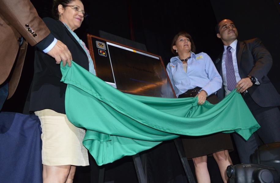 La Presidenta de COPRED, Jacqueline L´Hoist, explicó que Six Flags cambió su política de ingreso para favorecer la no discriminación en sus instalaciones Foto: COPRED