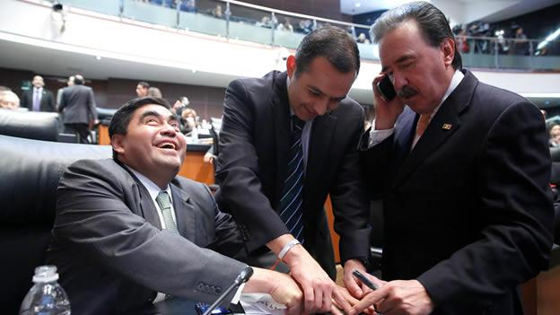Los senadores Miguel Barbosa, del PRD, Ernesto Cordero, del PAN, y Emilio Gamboa, del PRI Foto: Cuartoscuro