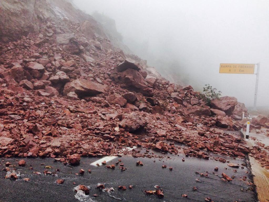 Derrumbes en la supercarretera propiciaron que fuera cerrada al tránsito Foto: Difunet