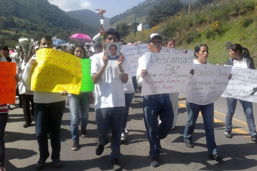 La marcha protesta de los pobladores y familiares de deudos y lesionados por el accidente del 4 de octubre de la Línea México, Tacuba, Huicquilucan y Anexas Foto: Difunet