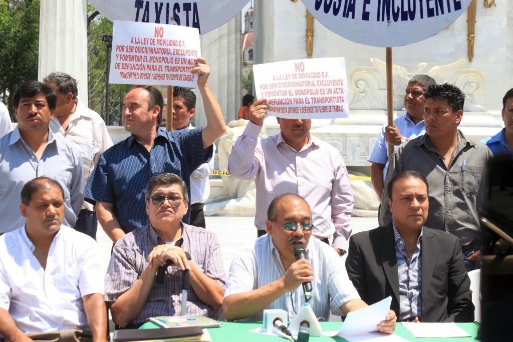 Nicolás Vázquez dijo a nombre de sus compañeros que, o los legisladores hacen una ley incluyente o los transportistas emprenderán movilizaciones para defender sus derechos hasta sus últimas consecuencias Foto: Difunet